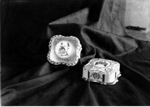 Szkatułki z fabryki porcelany w Ćmielowie, lata 30. (NAC)