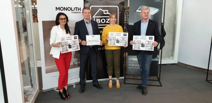 Przedstawiciele firm Tubądzin, BOZ, Grohe i Sanswiss z projektem nowej łazienki i symbolicznym bonem na remont